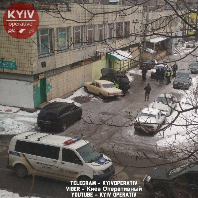 На асфальті калюжа крові: в Києві прогримів вибух