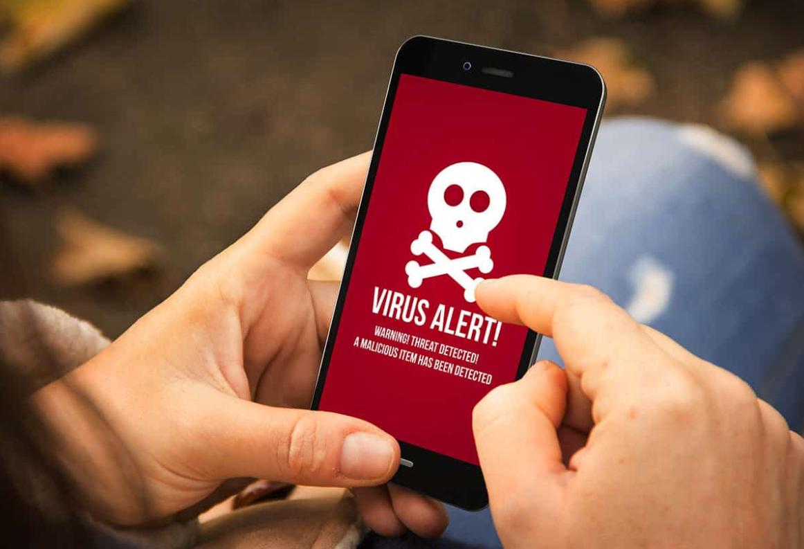 """Обнаружен """"смертельный"""" для смартфонов вирус"""