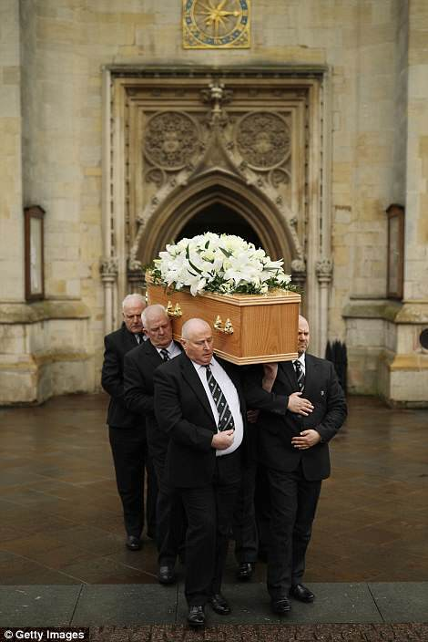 На похорон Хокінга прийшов зіграв його актор: зворушливі фото