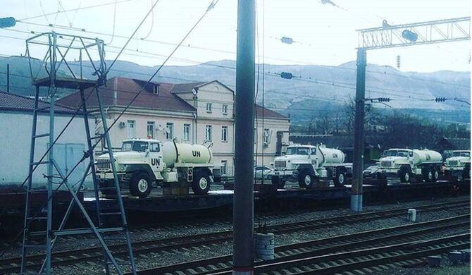 Россия стягивает на границу с Украиной технику с символикой ООН