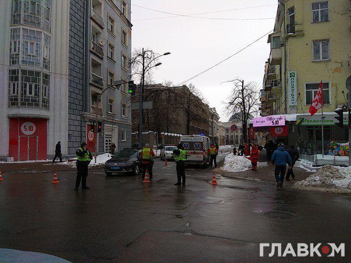 В Киеве автомобиль полиции из кортежа Порошенко сбил человека