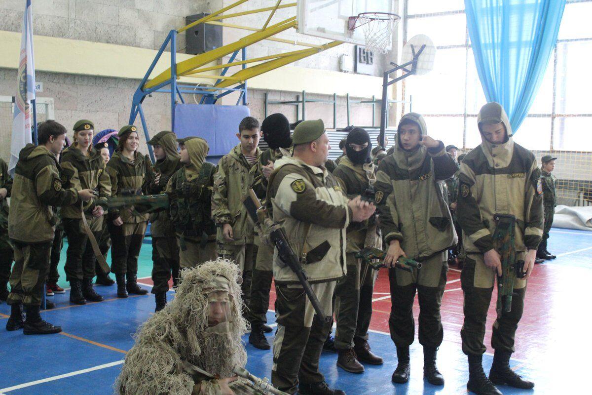А что там в Крыму? Детство в военной форме