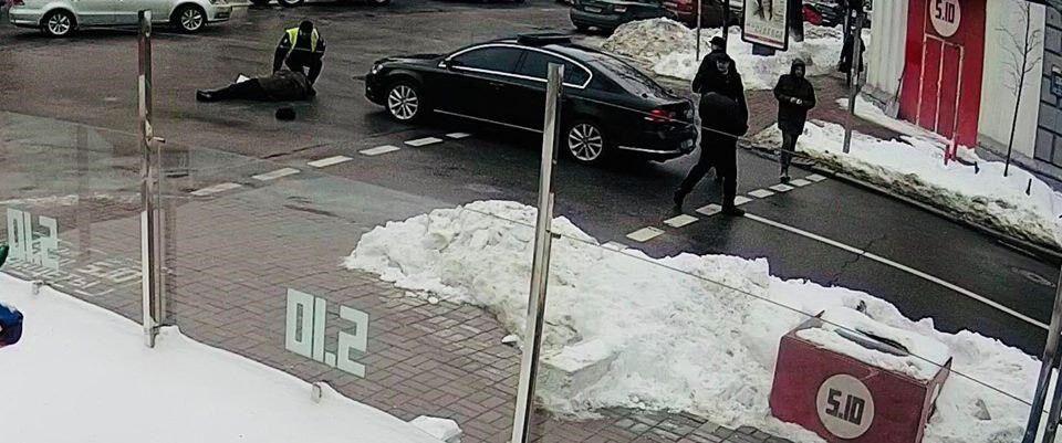 Авто полиции из кортежа Порошенко сбило человека: что известно о пострадавшем