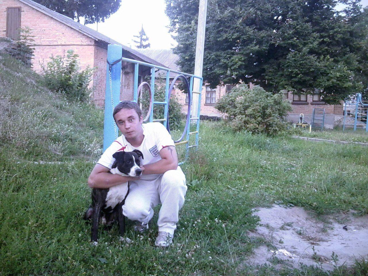 27-летний брат Светланы Виктор Калинчук