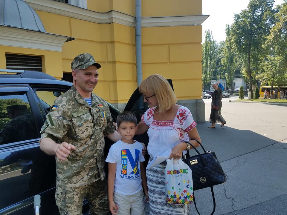 Герой України Ігор Гордійчук з родиною Юрія Янковського