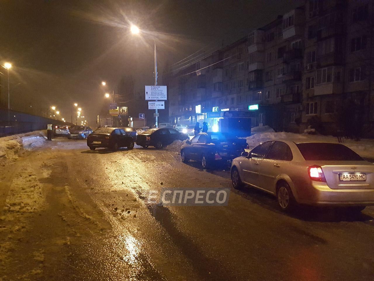 Масштабна ДТП у Києві: на проспекті зіткнулися відразу 7 авто