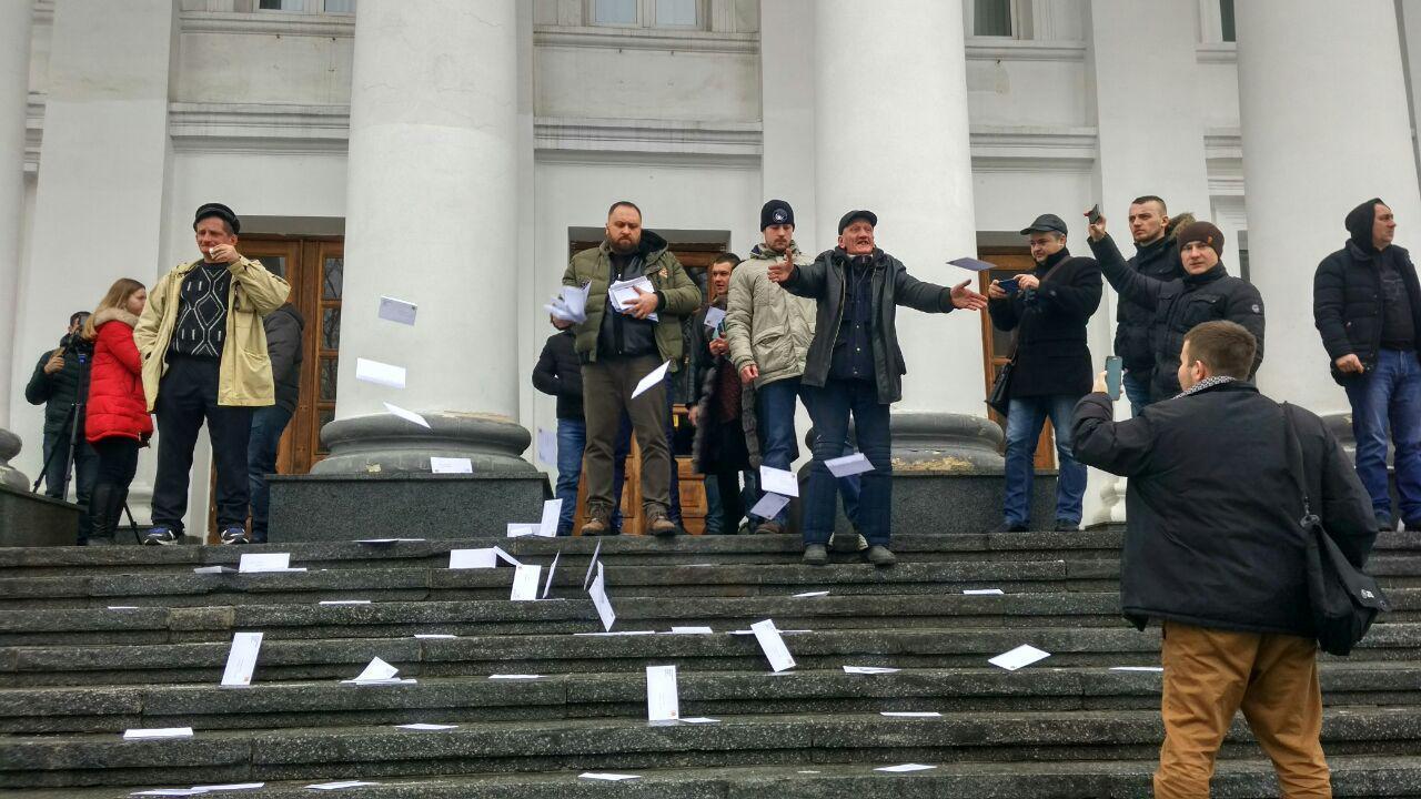Погано прибирають сніг: у Полтаві активісти побили чиновників міськради