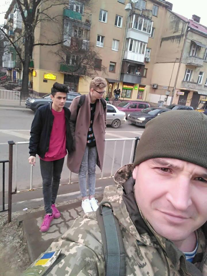 """""""Дикари унижают детей"""": боец АТО взбесил фото с хипстерами"""