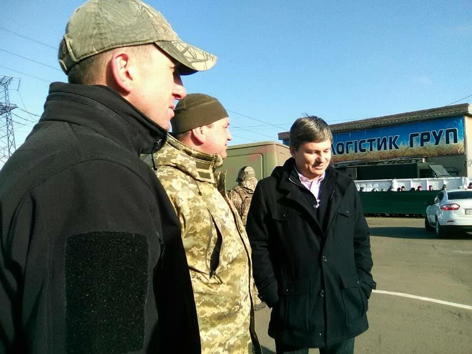 Владимир Веселкин (слева) на территории ГЛЦ