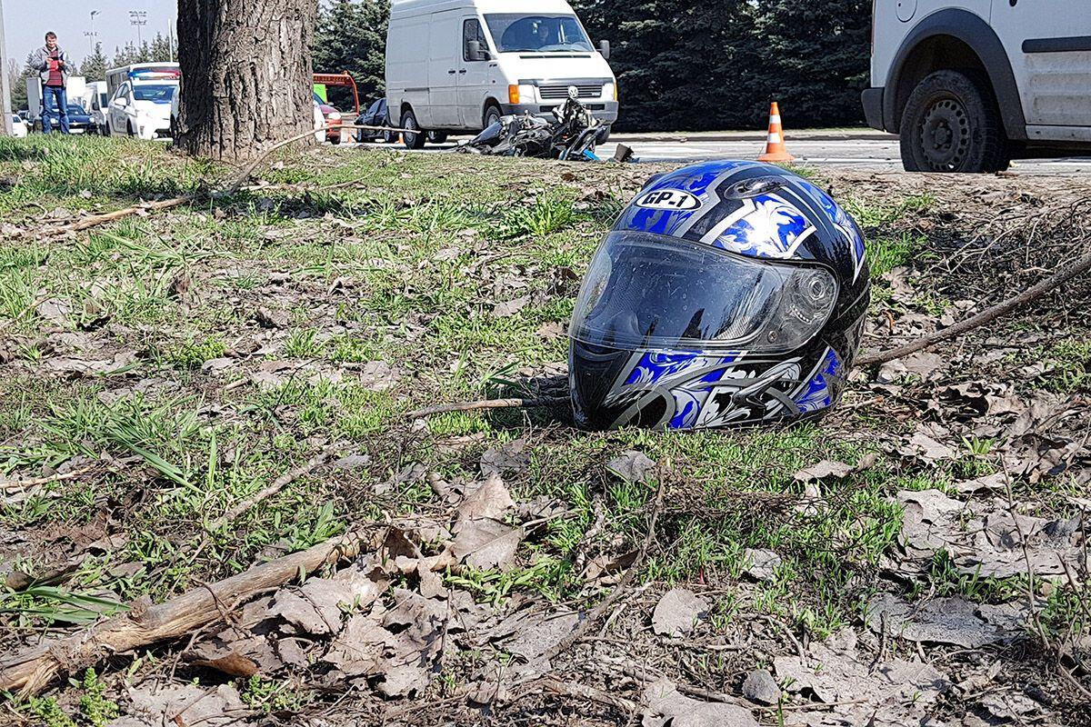 У Києві поліцейський на мотоциклі влаштував ДТП