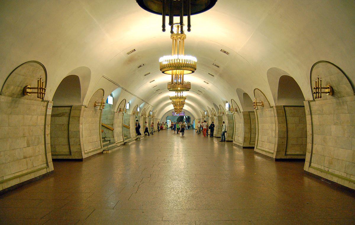"""Станція метро """"Льва Толстого"""""""