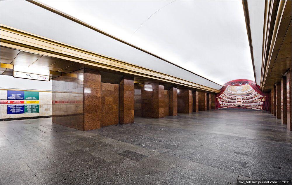 "Станція метро ""Театральна"""