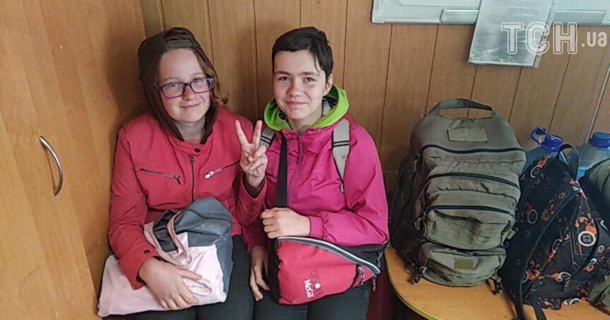 На трасі під Києвом знайшли зниклих школярок