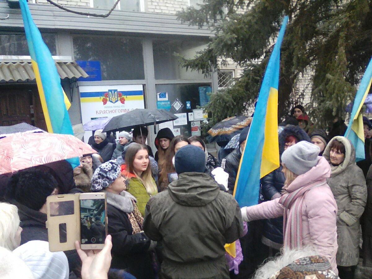 Митинг в поддержку уволенного главы Красногоровской ВГА Олега Ливанчука