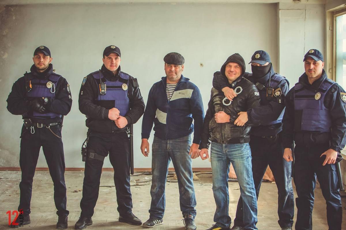 Копы и волонтеры сняли зоозащитный боевик в Днепре