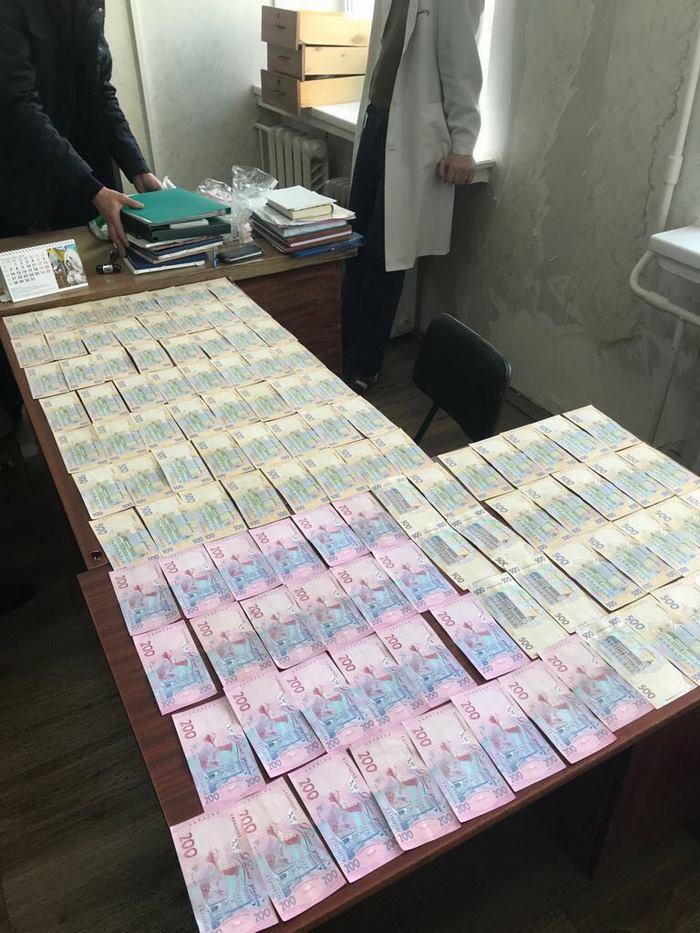 У Києві лікарі вимагали $2500 з інваліда