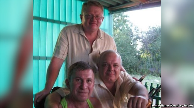 Сергій Тіунов (в центрі) та Сергій Дубинський (зліва)