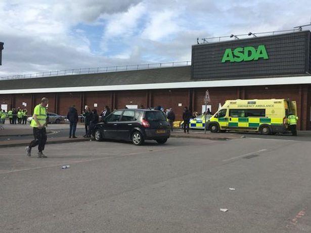 В Манчестере авто врезалось в толпу у торгового центра: есть раненые