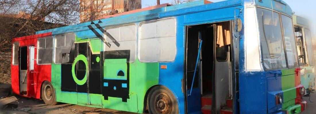 Троллейбус превратили в гигантский фотоаппарат в Мариуполе