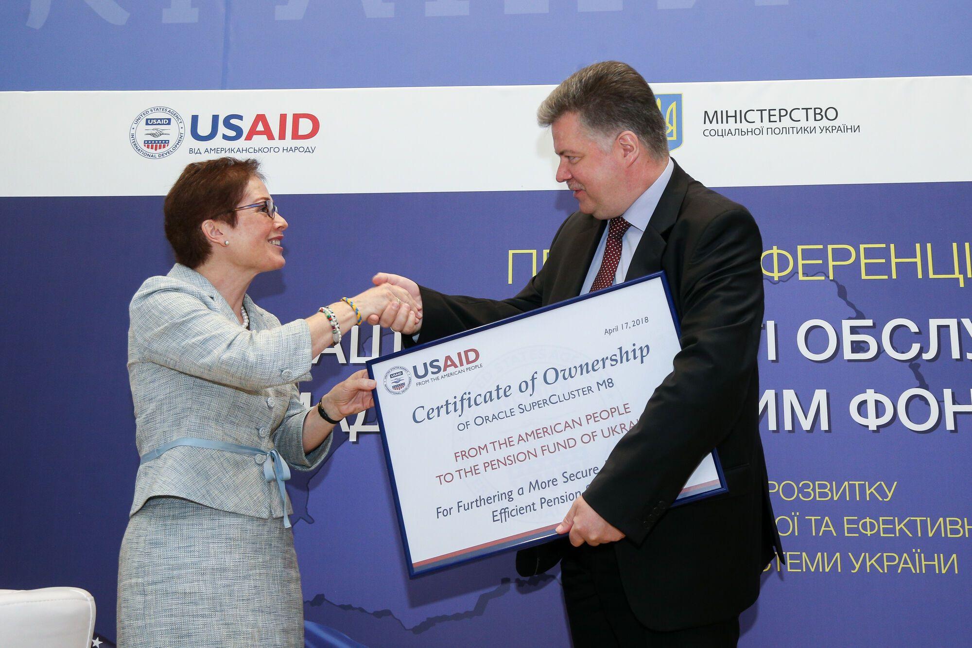 Олексій Зарудний і посол США в Україні Марі Йованович