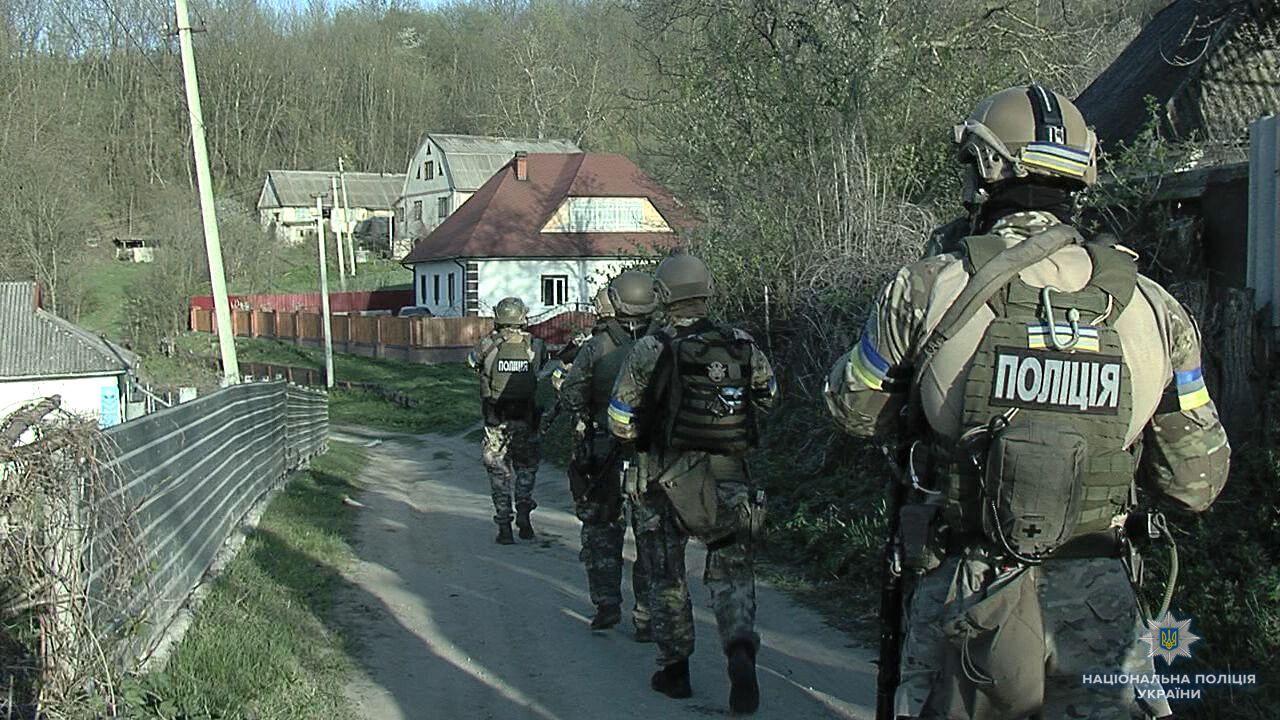 Бойовик на Вінниччині: спецназ взяв штурмом будинок