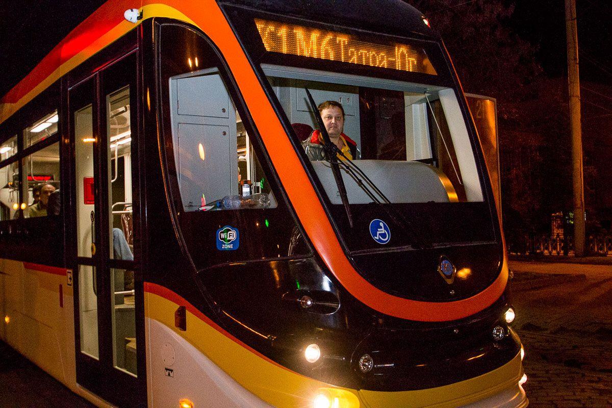 С кондиционерами и Wi-Fi: в Днепре испытали новый трамвай