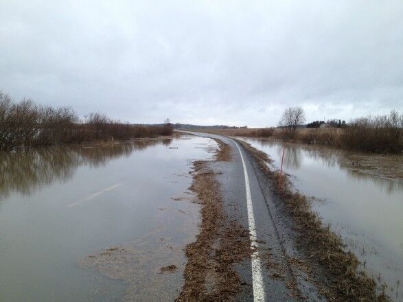 На Полтавщине затопило дорогу Киев-Харьков