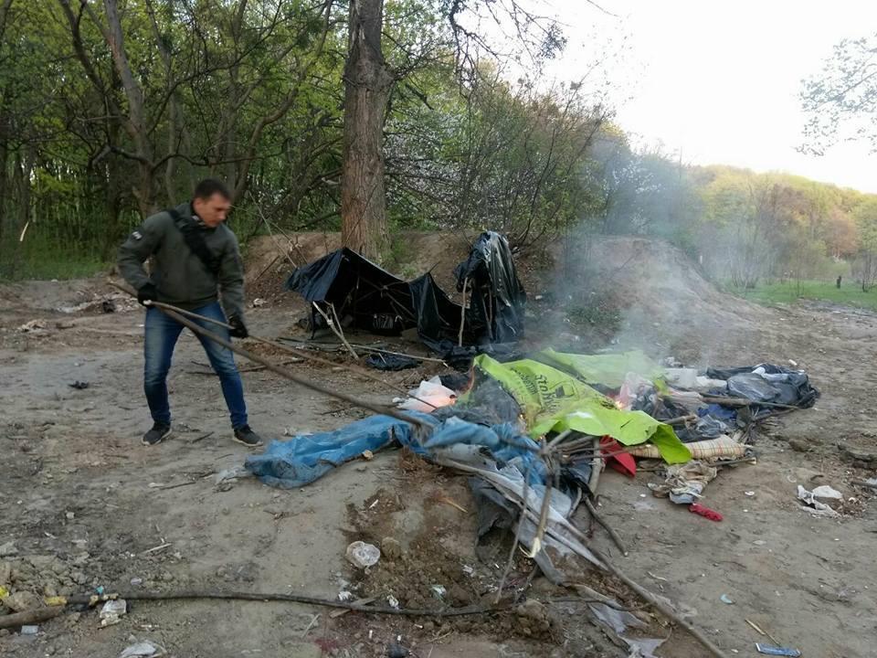 У Києві спалили табір ромів на Лисій горі