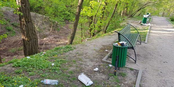 Ботанічний сад в Києві перетворили на звалище