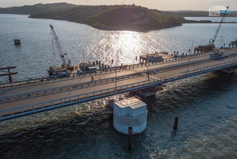 Скоро откроют: свежие фото и видео Крымского моста