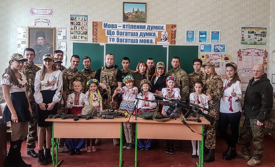 Бойцы батальона имени Кульчицкого проводят уроки мужества в школах Донбасса