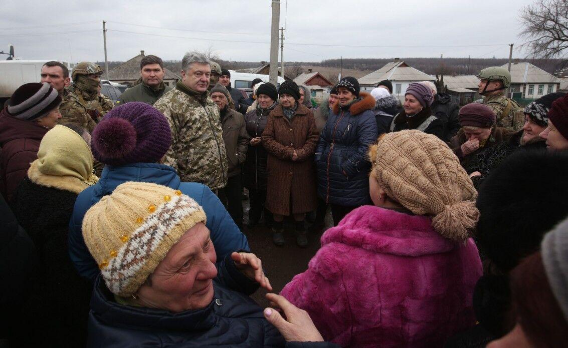 Президент України Петро Порошенко побував у звільненій Катеринівці на Луганщині