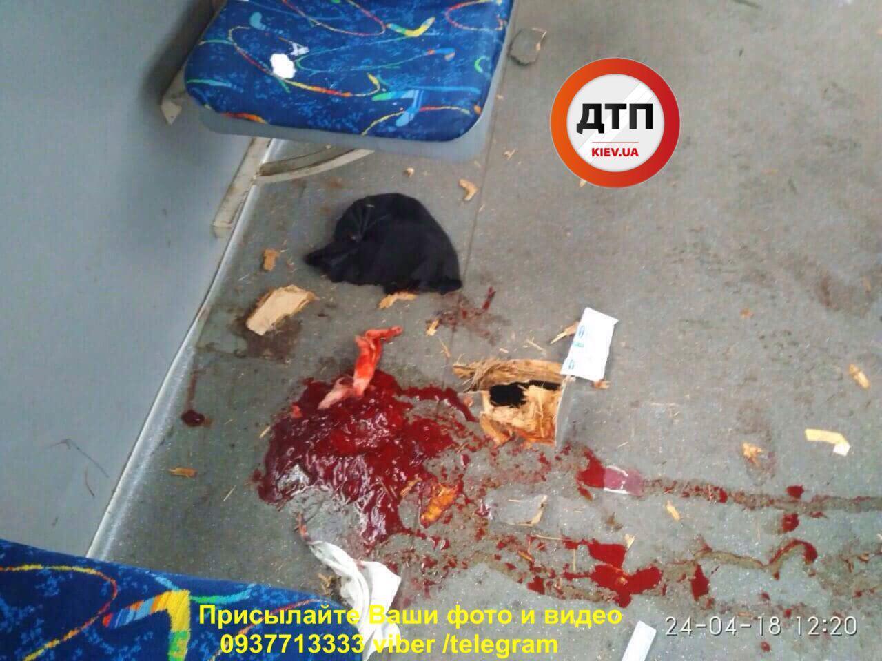 В Киеве у трамвая отвалилась деталь: есть раненые