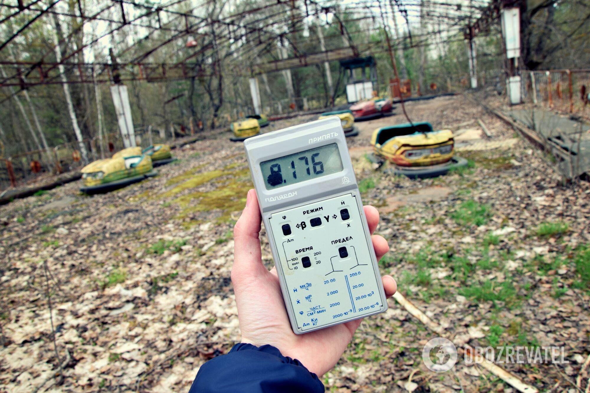 Замер фона в центре Припяти. Показатель дозиметра - 176 мкР/ч