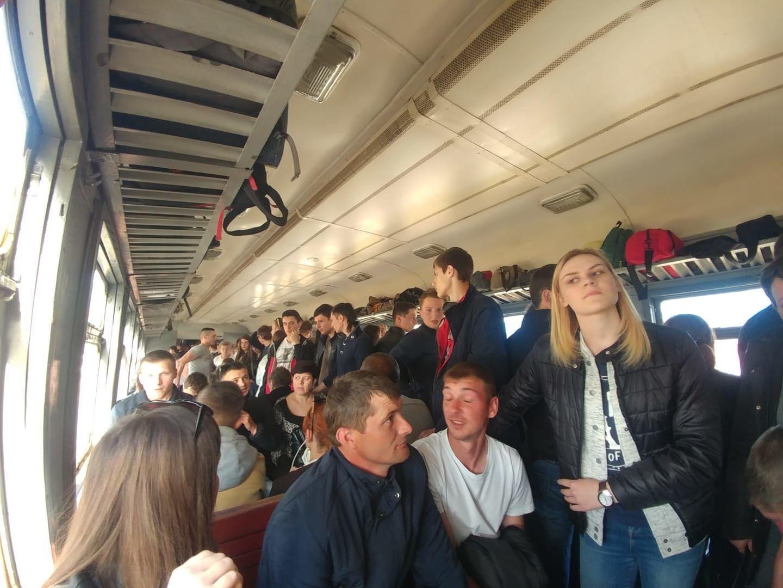 Во Львове заблокировали поезд