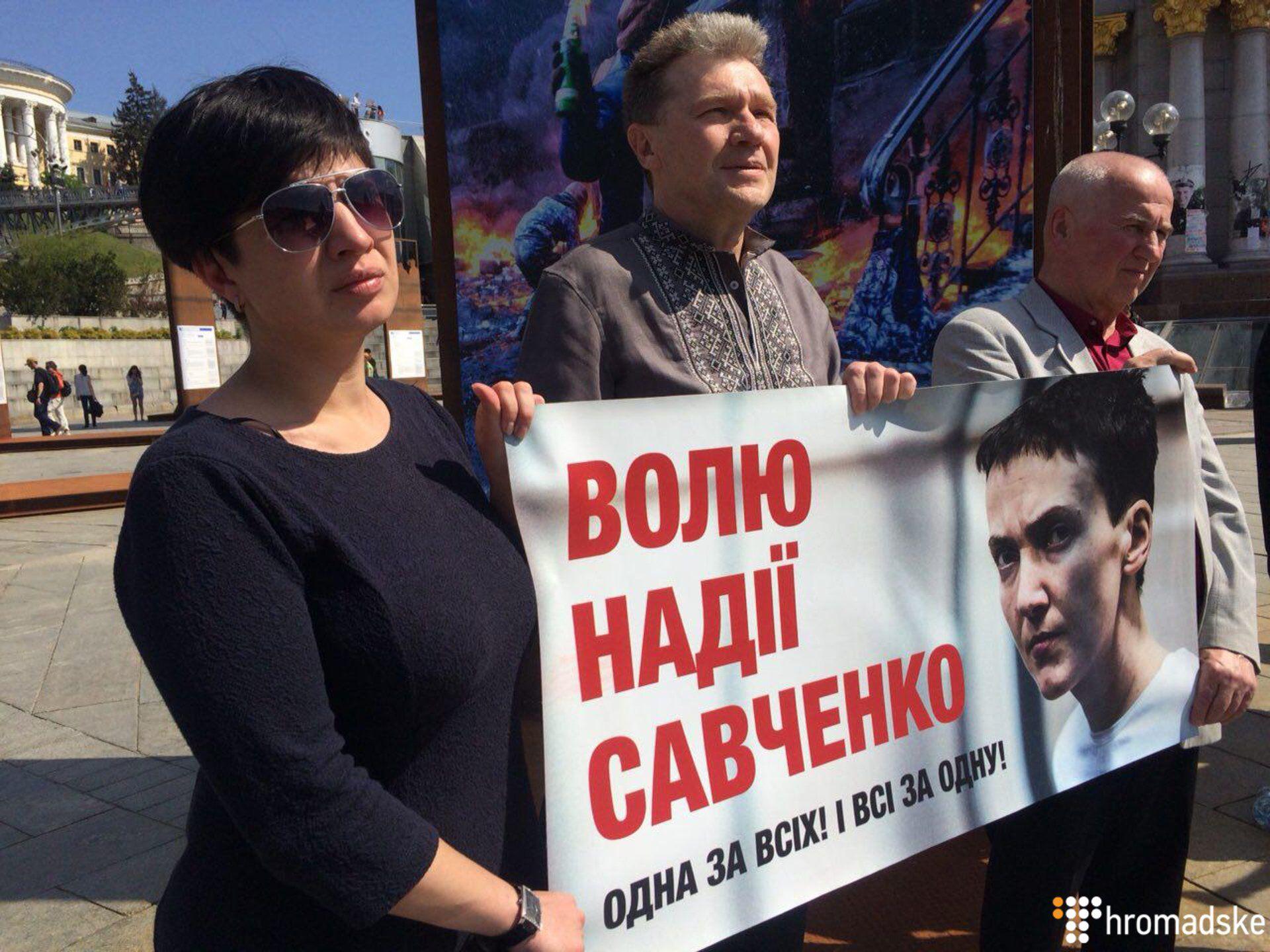 Сестра Савченко собрала людей на Майдане