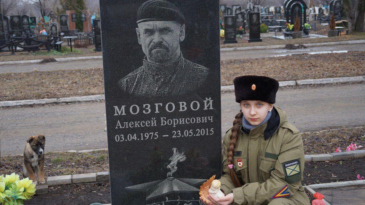 """""""Доця"""" повернулася: в """"ЛНР"""" знову показали юну фанатку терористів"""