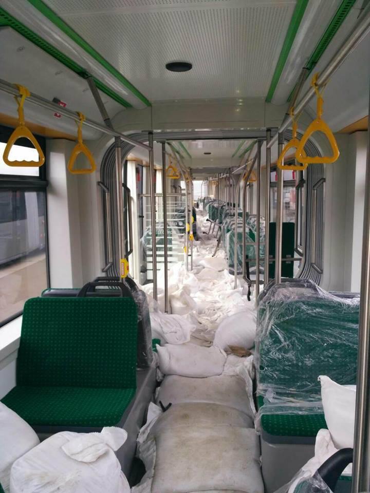С кондиционерами и камерами: Киев получил новые трамваи