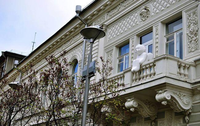 У Києві повернули ангела доброти на балкон музею