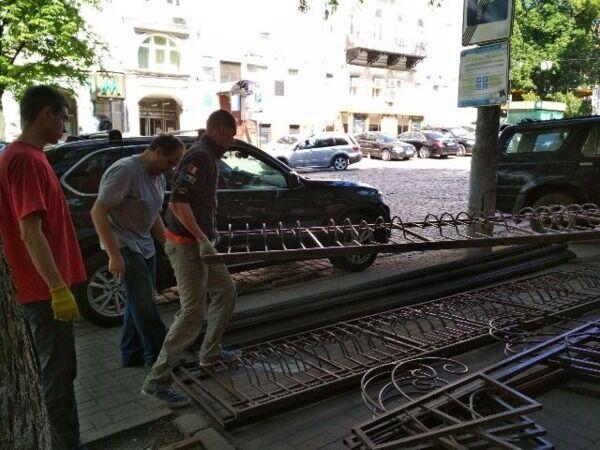 В Киеве снесли террасу известного ресторана
