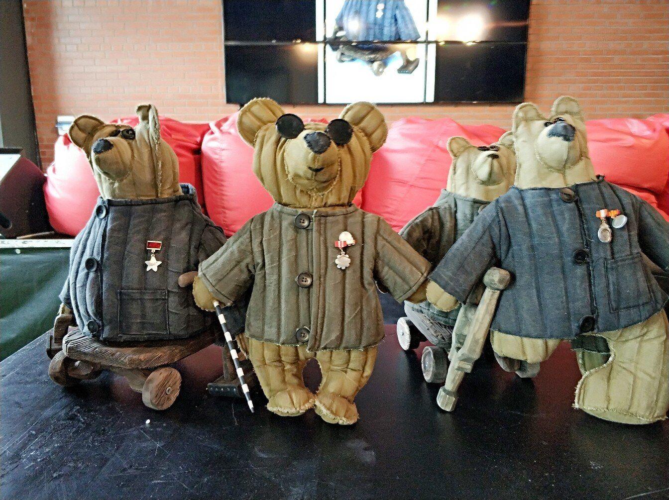 Слонов із ватними ведмедями
