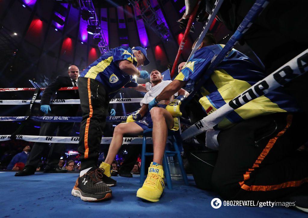 Ломаченко побывал в нокдауне, но стал чемпионом: как это было