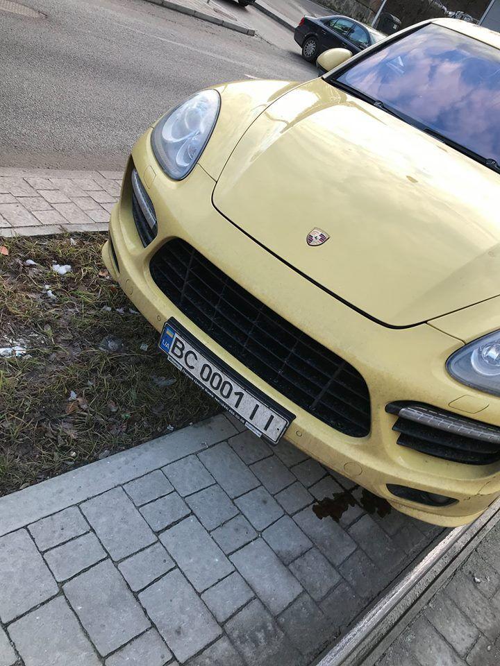 У Львові дівчинка на Porsche влаштувала ДТП