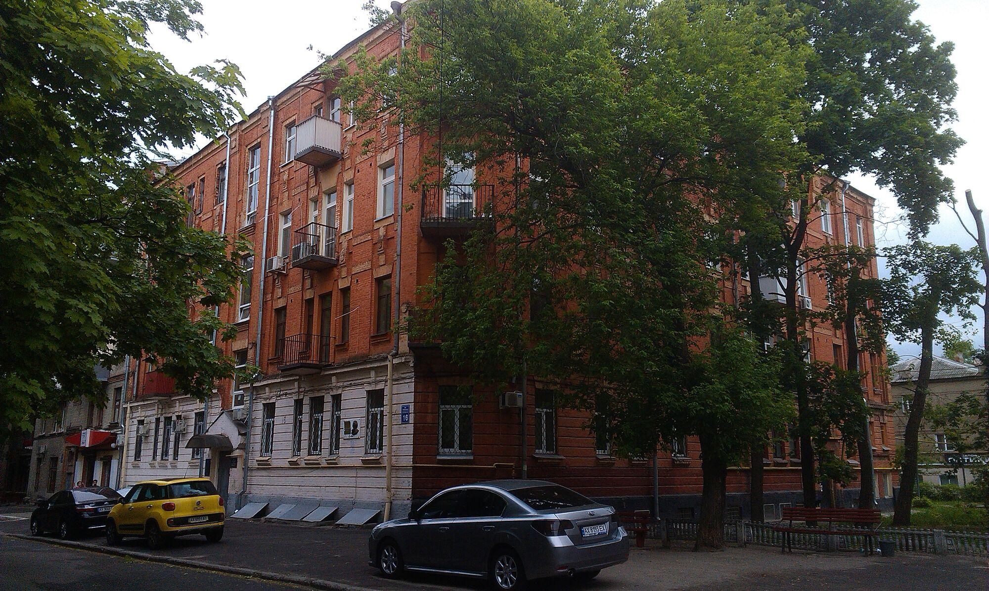 Дом ЧК (со стороны улицы)