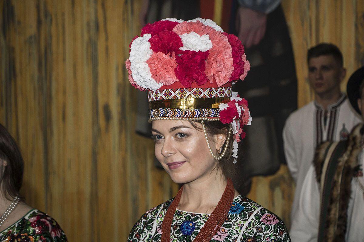 Украинки-военные показали этно-фешн в берцах