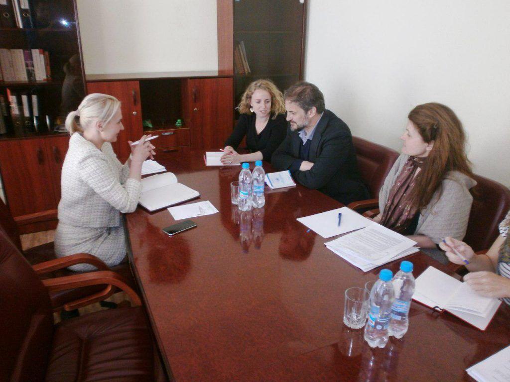 """Голова Моніторингової місії ООН з прав людини Фіона Фрейзер зустрічається з """"уповноважною з прав людини в ДНР"""" Дар'єю Морозовою"""