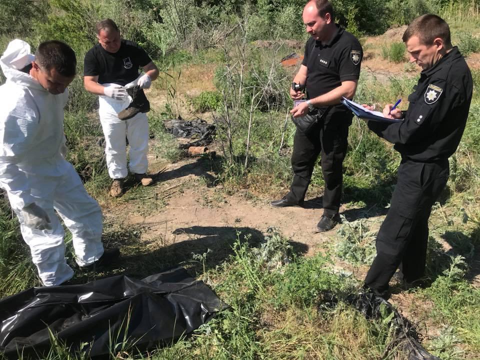 """""""Руки трясуться"""": під Дніпром розкопали речі загиблих в Іловайському котлі АТОшників"""