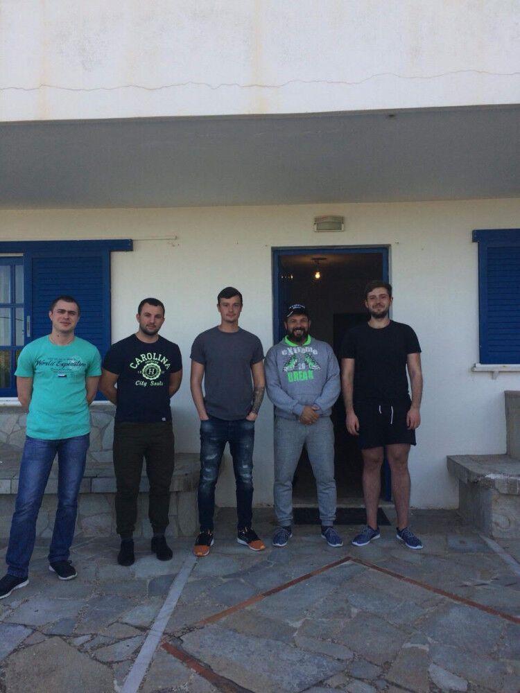 Жилье и адвокаты: как помогают 16 задержанным морякам