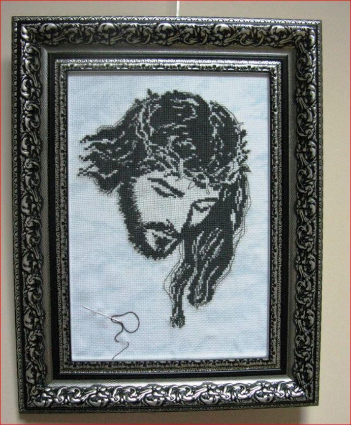 """Ісус Христос, вишитий в техніці Glow Art, який внесений в """"Книгу рекордів України"""""""