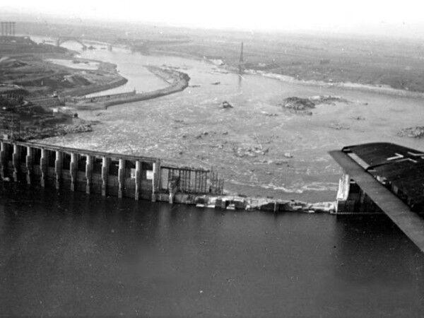 Взрыв плотины ДнепроГЭС: уникальные архивные фото
